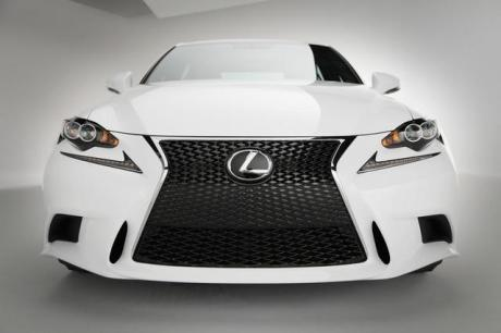 2014-Lexus-IS350-F-Sport-grille-02